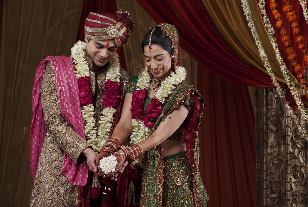 Traditional Indian Wedding Gifts: Top 10 Best Ideas For 22nd Anniversary Gift For Your Wife