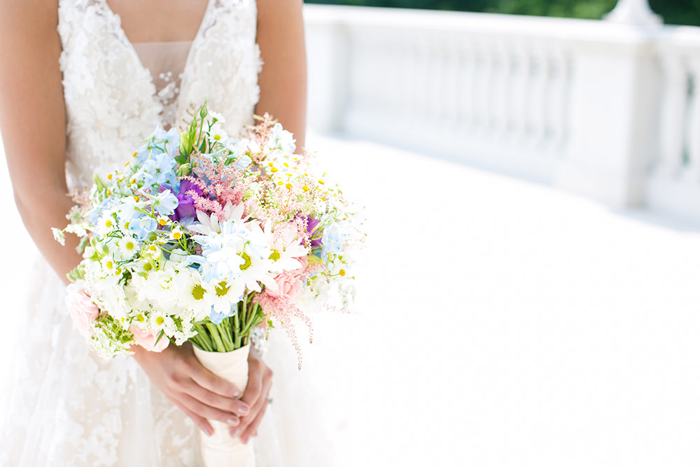 Choosing the right wedding florist