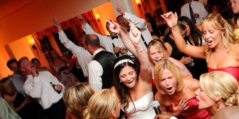 5 tips to hire your wedding band