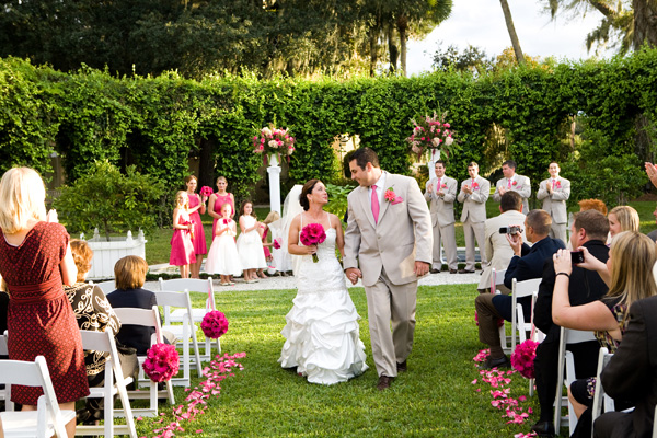 How to manage a wedding in a small budget?