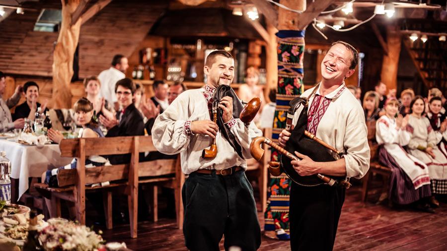 https://wedding.4banket.ru/wp-content/uploads/2016/08/ZHivaya-muzyika-na-svadbe-byit-ili-ne-byit1.jpg