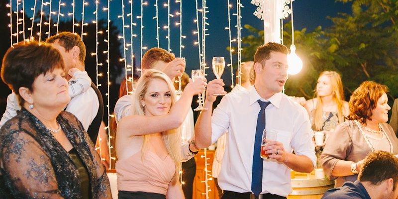tips wedding music - natural light photography